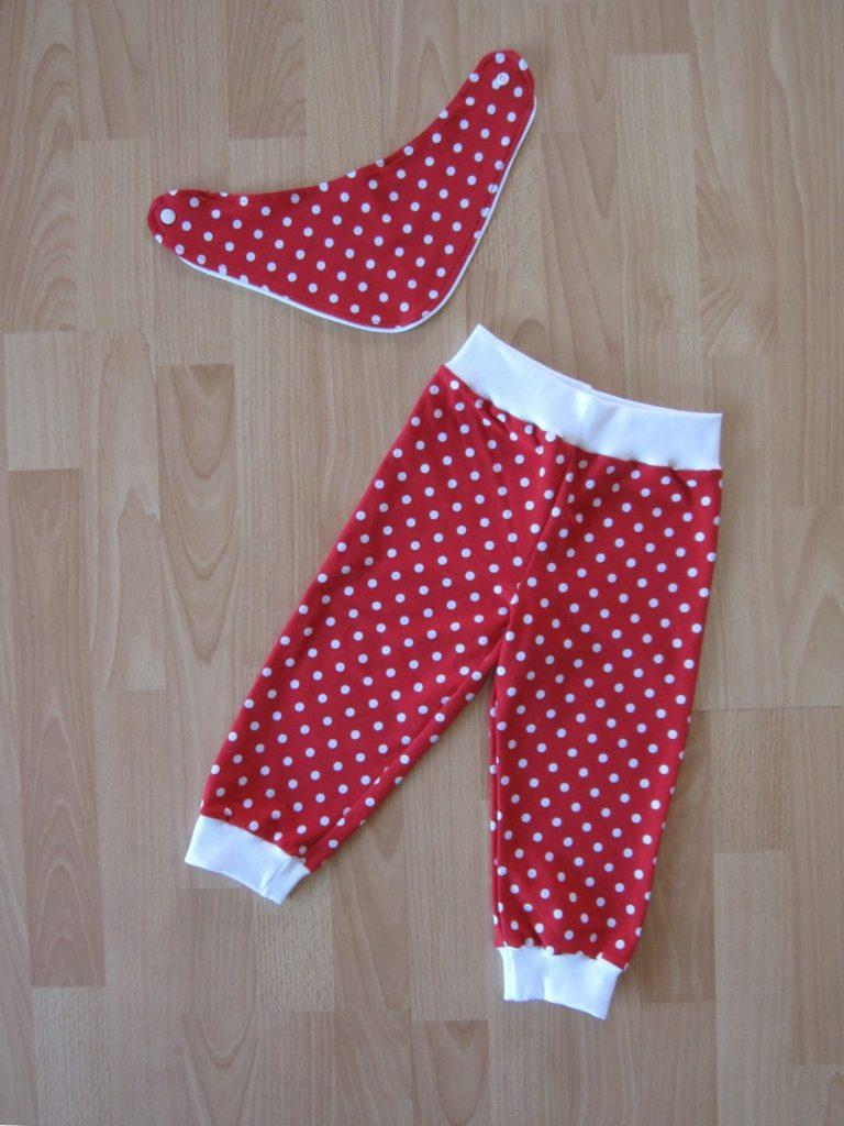 Pumphose und Halstuch in rot/weiß gepunktet