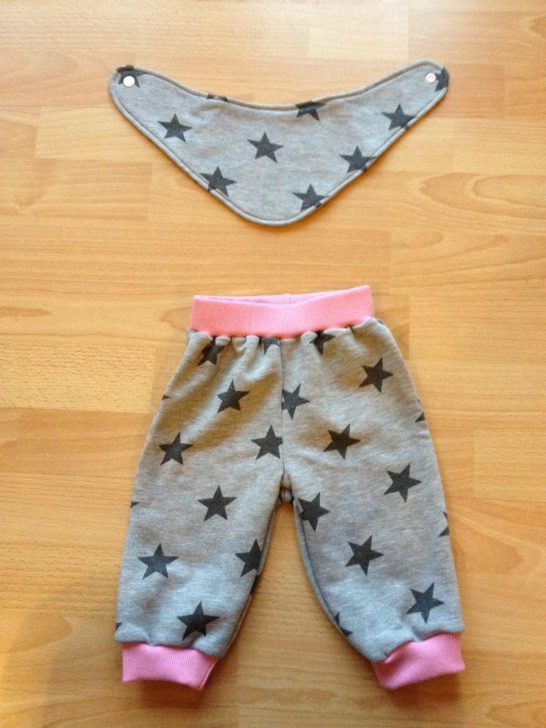 Babysternenset aus Pumphose und Halstuch