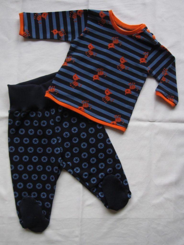 Sternen Babyhose mit Füßen Gr.62/68