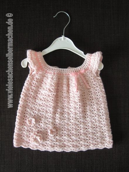 gehäkeltes Babykleid in rosa