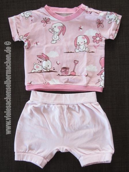 rosa Sommeroutfit: Rüschenhose und Häschen T-Shirt